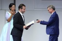 Kunstminister Bernd Sibler (r.) ehrt Alex Esposito